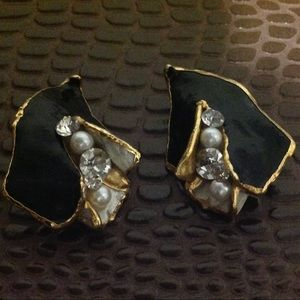 VINTAGE CLIP BLACK GOLD AND CRYSTALS EARRINGS